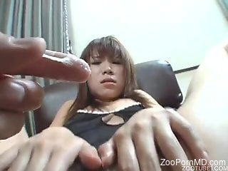 Asian babe filmed when trying sex with animals